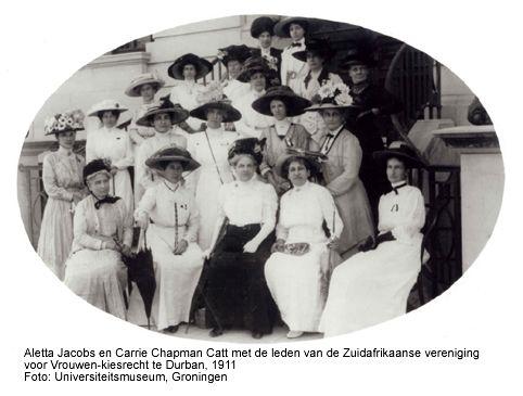 Aletta Jacobs en Carrie Chapman Catt met de leden van een Zuidafrikaanse vereniging