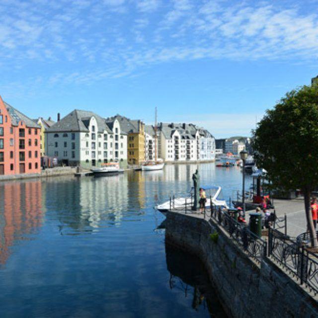 Cruise port guide ålesund norway by cruise crocodile   norwegian.