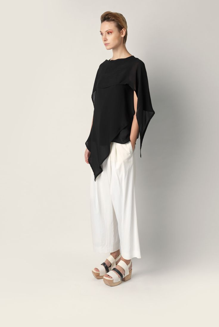 Flowing overlapped top Malloni. Round neckline, longer on front side with pointy bottom.