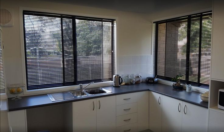 Veneta Aluminium Venetian Blinds in Black - perfect blind style for a kitchen!