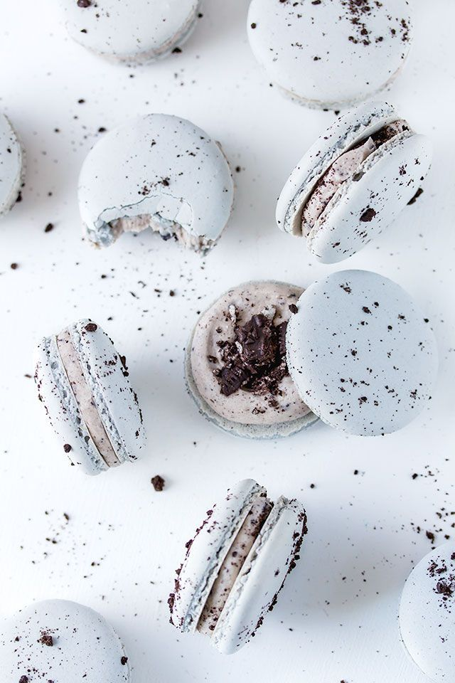 Oreo Macarons with crushed oreo centre and oreo buttercream. Perfect for the oreo and macaron lover.