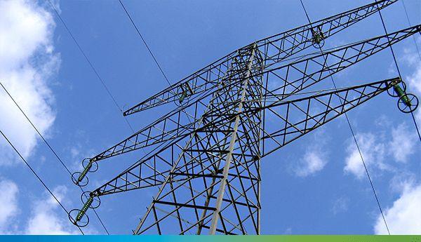 Rețeaua electrică de transport a energiei electrice existentă pe teritoriul României este proprietate a statului român. Societatea Transelectrica S.A. este singurul operator care asigură serviciul de transport al energiei electrice, acest domeniu fiind considerat prin lege, monopol natural.