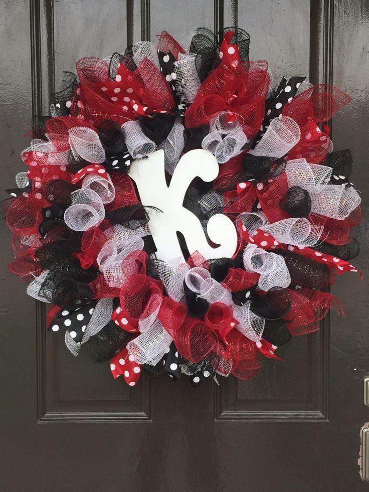 Red white u0026 black letter wreath 17