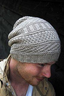 вязаная мужская шапка спицами