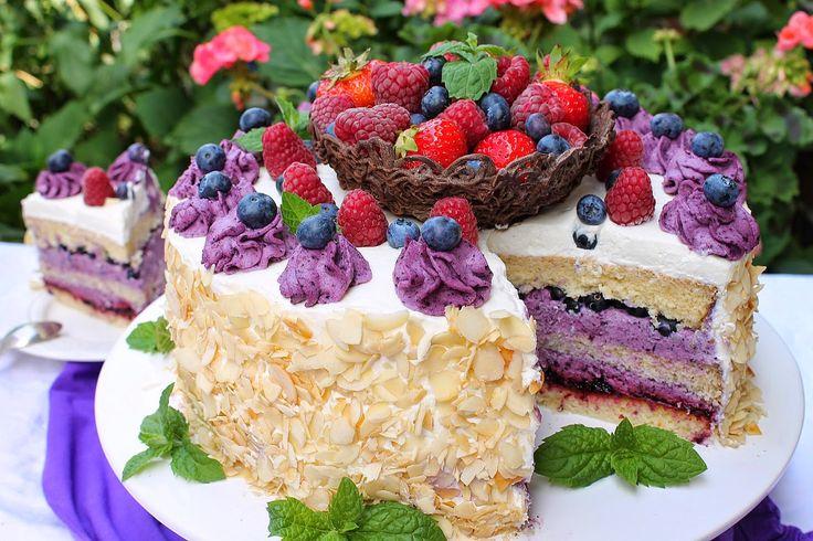 wesoła kuchnia: Tort jagodowy z koszyczkiem