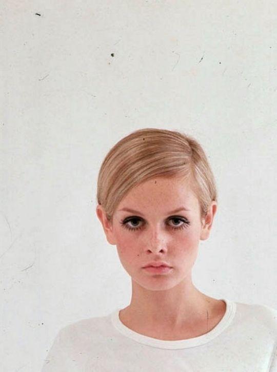 Twiggy in the 60s.   ✿ Pinterest: ℓuxulƗrɑv | IG:  @ℓuxuriousuℓƗrɑvıoℓeƗ LUXURIOUSULTRAVIOLET.com ✿