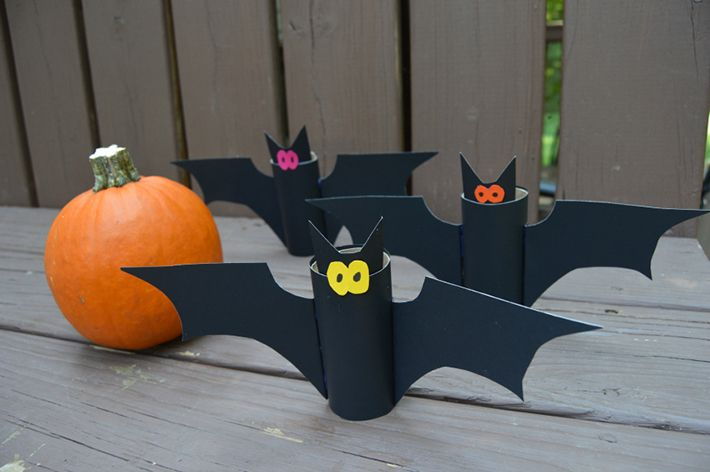 Eco-Friendly Flying Bats Craft from @familyfocusblog