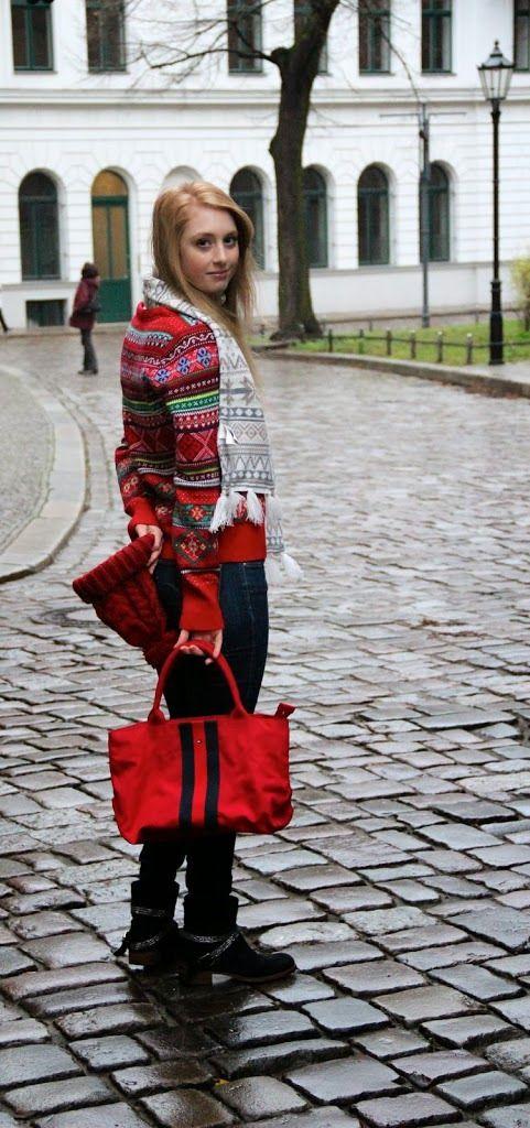 #strick #winter #snow #berlin #red #mütze #schal #tasche #bag #hilfiger #hm #jumper #christmas #weihnachten #fashion #look #streetstyle #outfit #fashionblog #advanceyourstyle
