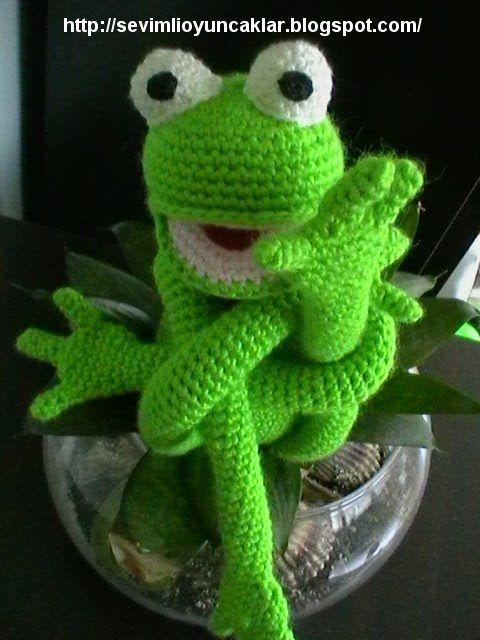 Crocheted frog! @Amanda Snelson Snelson Snelson Snelson Snelson Agee Trant .     Een kikker die met zichzelf in de knoop zit