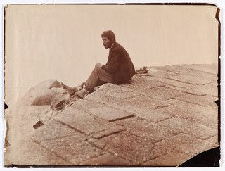 Atribuído à Rainha D. Maria Pia [1847-1911], Azenhas do Mar (?) retrato de mendigo, 1898, albumina, 16.2 x 21.3 cm, Palácio Nacional da Ajuda, inv. 62307