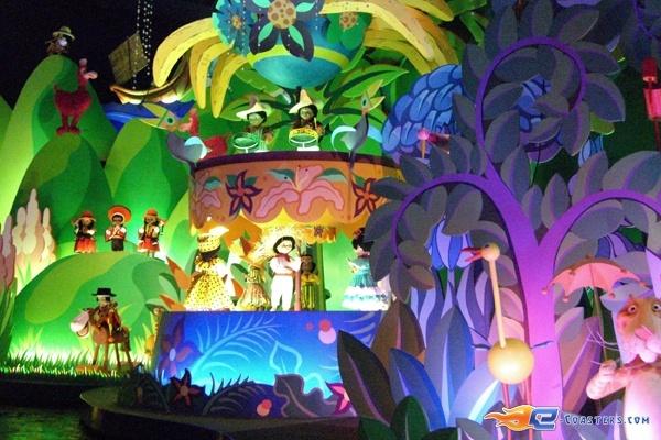 11/13 | Photo de l'attraction It's a Small World située à @Disneyland Paris (France). Plus d'information sur notre site www.e-coasters.com !! Tous les meilleurs Parcs d'Attractions sur un seul site web !!