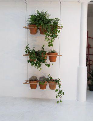Mooi voor in de tuin, op het balkon of gewoon binnen. Deze kruiden planten in een hangrek. Zelf maken! <3 #Fonteyn