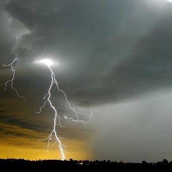 Lyn og torden - Deler av Vestlandet kan oppleve lyn og torden i helga.