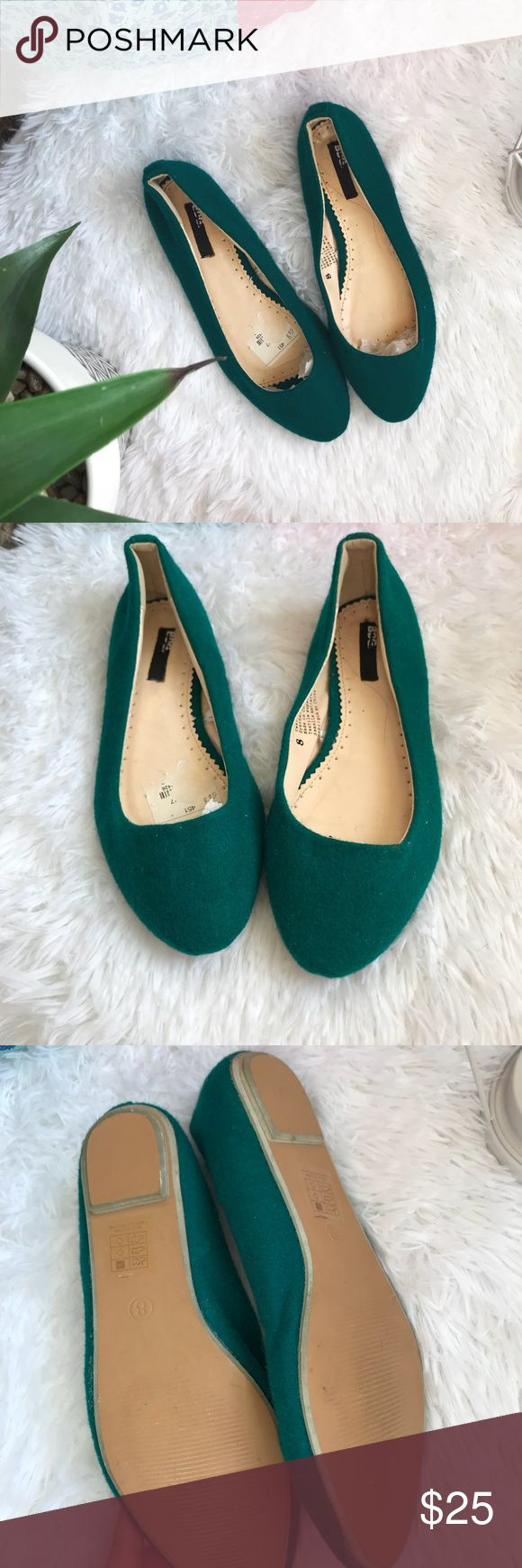 BDG pointed toe turquoise teal flats Lightly worn BDG pointed toe teal flats. Such a beautiful color for spring and summer BDG Shoes Flats & Loafers
