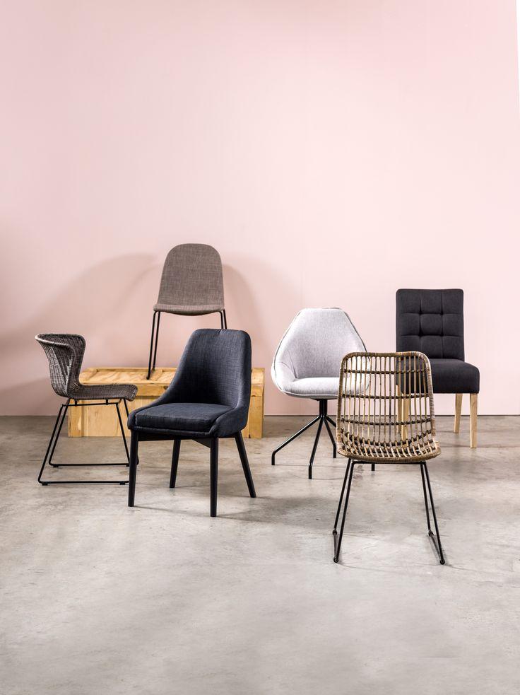 Mix & Match verschillende stoelen voor een hip effect.