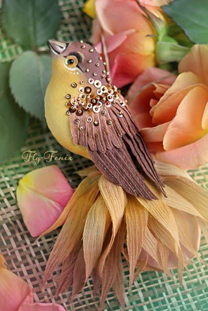 брошь птица Медуница. Одними из самых восхитительных по оперению и причудливости являются, бесспорно, райские птицы. Восхитившись их очарованием, я воплотила эту красоту в серии текстильных брошек из шелка и хлопка. Да, да!