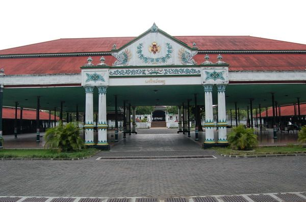 .Sultan Palace (Keraton Yogyakarta) or Palace Ngayogyakarta Hadiningrat more complete, the official palace and residence of the Sultanate's Ngayogyakarta and their families who once served as Governor of Yogyakarta. This palace is located in the center of Yogyakarta, Yogyakarta province, Indonesia, close to Malioboro and North Square. The building of this palace is one example of Javanese palace architecture at its best, has a luxurious hall and the hall-field and pavilion area.