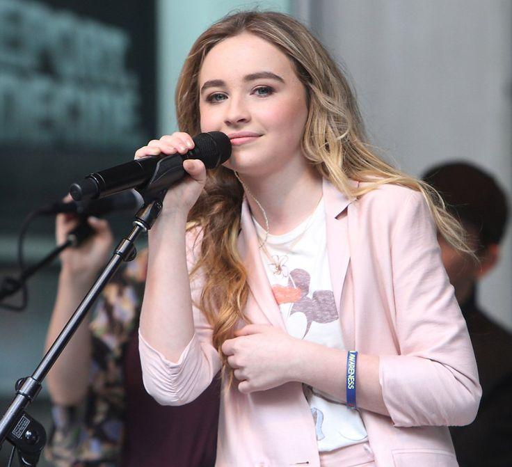 Sabrina-carpenter singing
