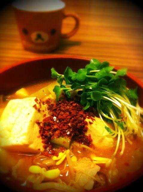 明日からマゴワヤサシイ生活に入るので、今夜は辛味納め♪(´ε` ) - 32件のもぐもぐ - 舞茸・なめこ・豆もやし入り豆腐チゲ♡ by eim153