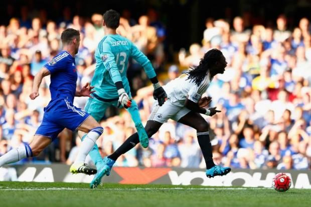 Fans fume as Courtois destroys Fantasy Football teams with red card against Swansea - http://footballersfanpage.co.uk/fans-fume-as-courtois-destroys-fantasy-football-teams-with-red-card-against-swansea/