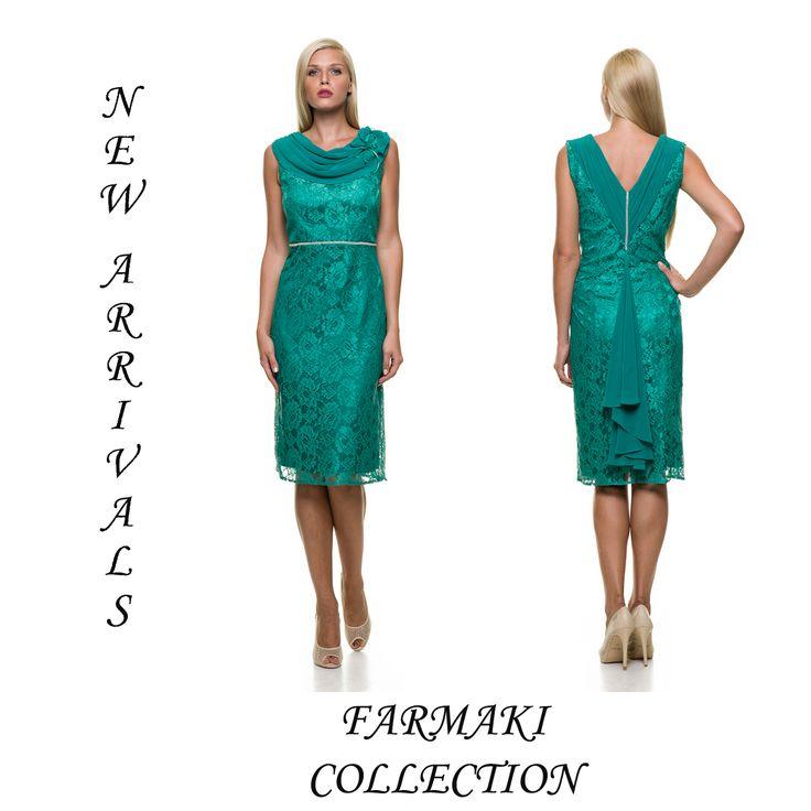Φόρεμα κοντό, ίσια γραμμή, ντραπέ μουσελίνα στο κορσάζ. Ύφασμα δαντέλα μουσελίνα.