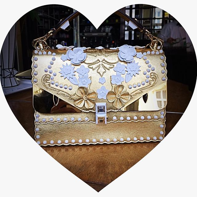 Zlatíčko @Fendi 😍❤️  #fendi #goldbag #coverphotoshoot #fashion #want