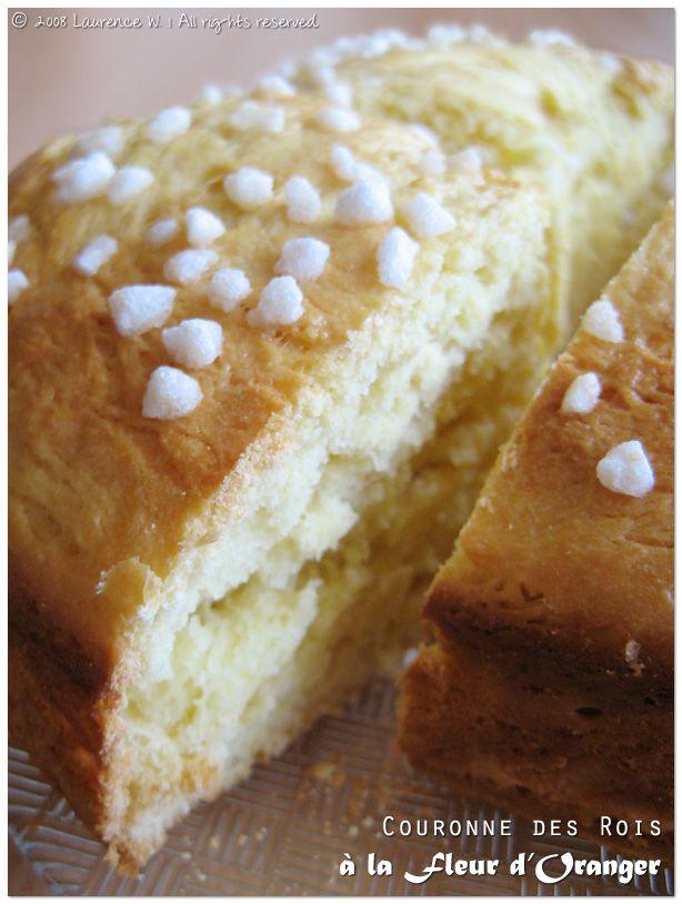 J'ai découvert cette recette il y a environ un an sur le blog de Mimine. Au fil de mes réalisations (car je l'ai faite plus d'une fois) je me suis permis de l'adapter légèrement pour obtenir une pâte plus facile à travailler. Résultat : une couronne vraiment délicieuse, douce, parfumée et généreuse. Idéale pour ceux …