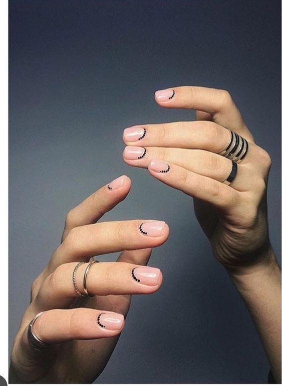 Minimales Nail Art Design