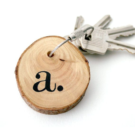 Hand-painted monogramme keychain made with birch wood and cable steel wire!