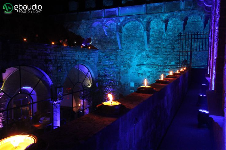 Wedding party at Castello di Vincigliata - Florence, Italy