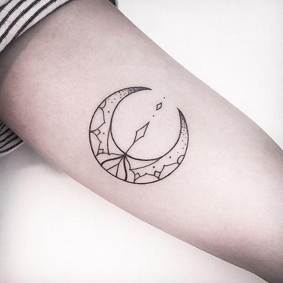 luna geometrica significados de los tatuajes