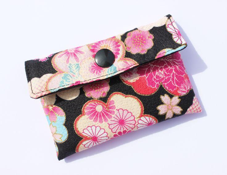 tui en tissu japonais porte cartes petites fleurs petit mod le capacit 10 cartes. Black Bedroom Furniture Sets. Home Design Ideas