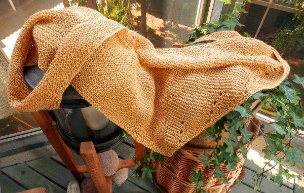 naturedyening yarn, desing by Ullaneule, raitahullaannus