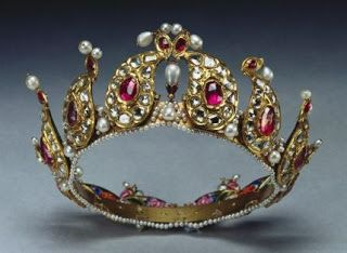 This Tiara Is In The Collection Of The British Royal Family - It was Presented To Queen Victoria And Placed Among The Indian Collection Belonging To The Crown By King George V In 1924 - Made With Beautiful Cabochon Rubies, Gold, And Pearls.