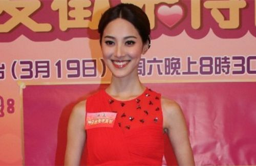 Kevin Cheng is a romantic boyfriend, giving Grace Chan roses and performing other attentive gestures.