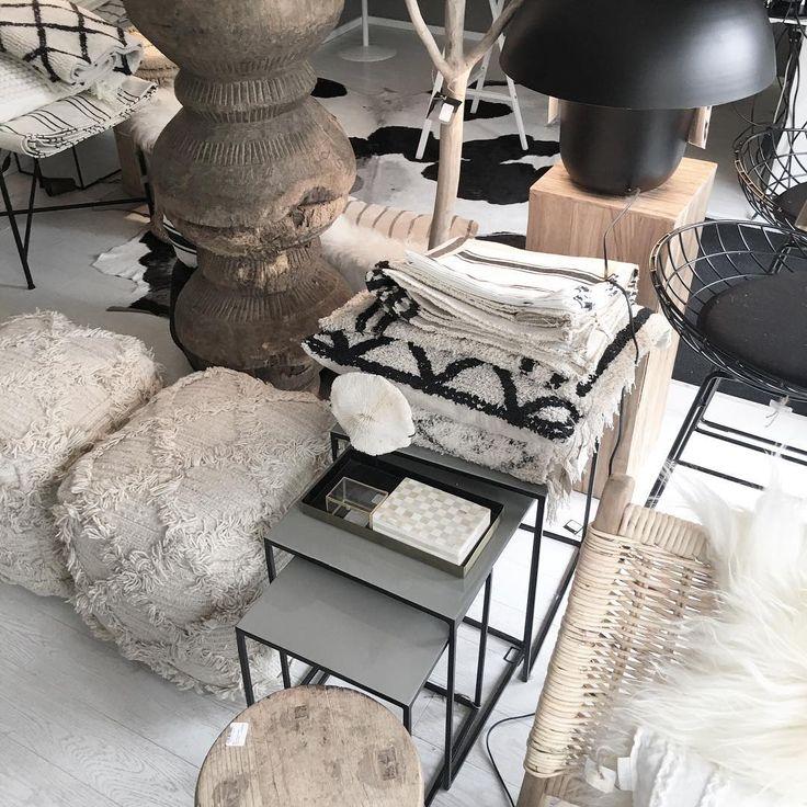 Nove lampy, jilmove stolecky a koberce#deconceptstudio #interiordesign #deconceptstyle #nature #blackandwhite #bydleni #byvanie #style #homestyling #homedesign #homedecor #Deconcept #kozesiny #homestyle #home4you #interiorstyle #nordicstyle #interiors