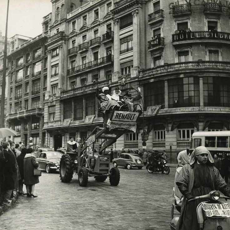 Cabalgata de Reyes. Madrid. 1963/ Christmas parade. Madrid. 1963