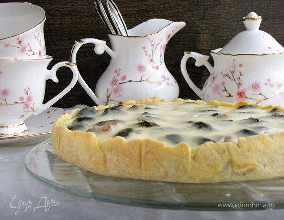 Пирог с черносливом в сметанной заливке. Ингредиенты: мука, сливочное масло, вода