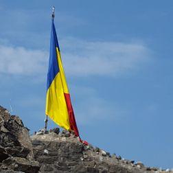 * EN* #Romanian flag on top of #Poenari #Fortress - #Arges  #Country *RO* Steagul #Romaniei arborat pe #Cetatea #Poenari - judetul #Arges - Transfagarasan