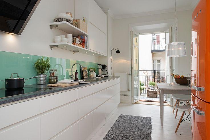Renoverat påkostat kök med utgång till balkong