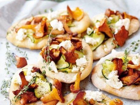 Hemgjorda pizzabottnar smakar alltid bäst, men resultatet blir bra även med pizzamix eller färdigköpt pizzadeg.