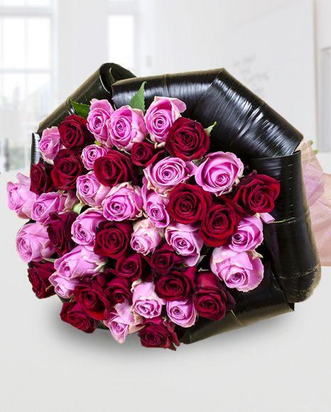 Round bouquet with pink and red roses. Buchet 23 trandafiri roz Aqua și 20 trandafiri roșii Passion