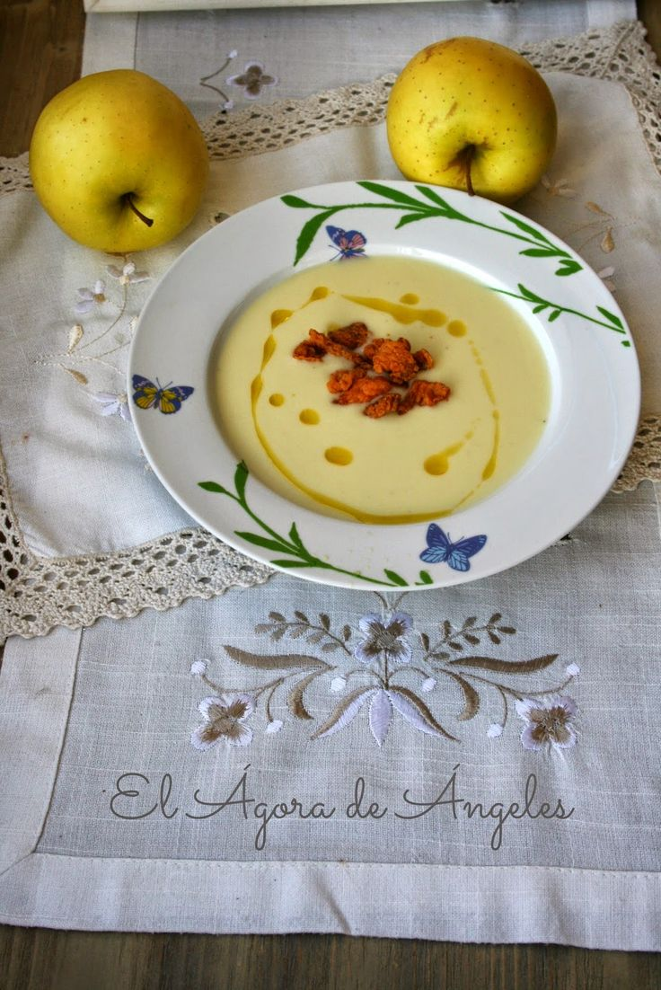 Crema de calabacín y manzana con queso de cabra El Ágora de Ángeles