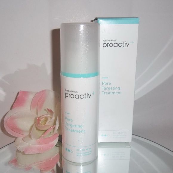 proactiv Pore Targeting Treatment This is a gentle lightweight gel that clears acne blemishes using Smart Target benzoyl peroxide. This new technology combines micronized benzoyl peroxide with a revolutionary delivery system that helps guide medicine directly into pores to clear blemishes and help prevent new ones from forming. proactiv Makeup