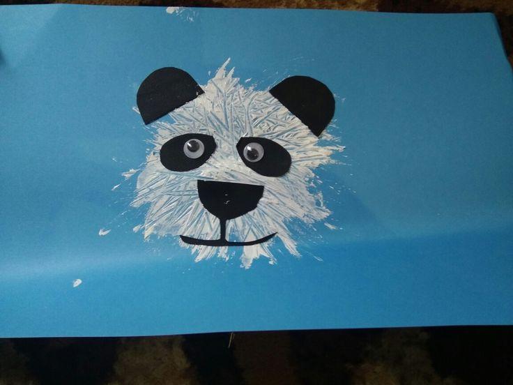 Membuat kepala panda 🐼  Alat dan bahan : 1. Garpu  2. Kertas hitam 3. Mata hias.  👌