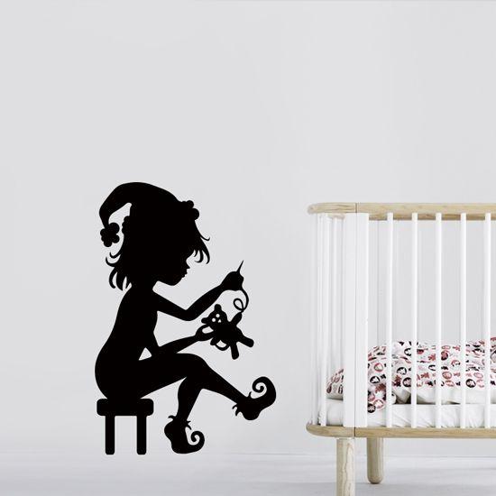 Αυτοκόλλητο τοίχου ξωτικό με παιχνίδι για παιδικά δωμάτια με φαντασία. #kidssticker #littleelf #walldecoration #elfsticker #elfdecoration