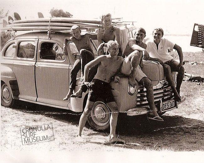 1960 surfers Cronulla Beach, Sydney. https://www.worldtrip-blog.com