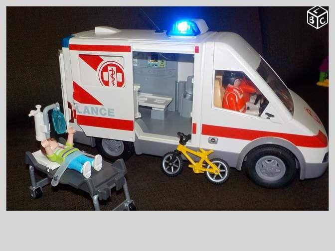 Ambulance playmobile