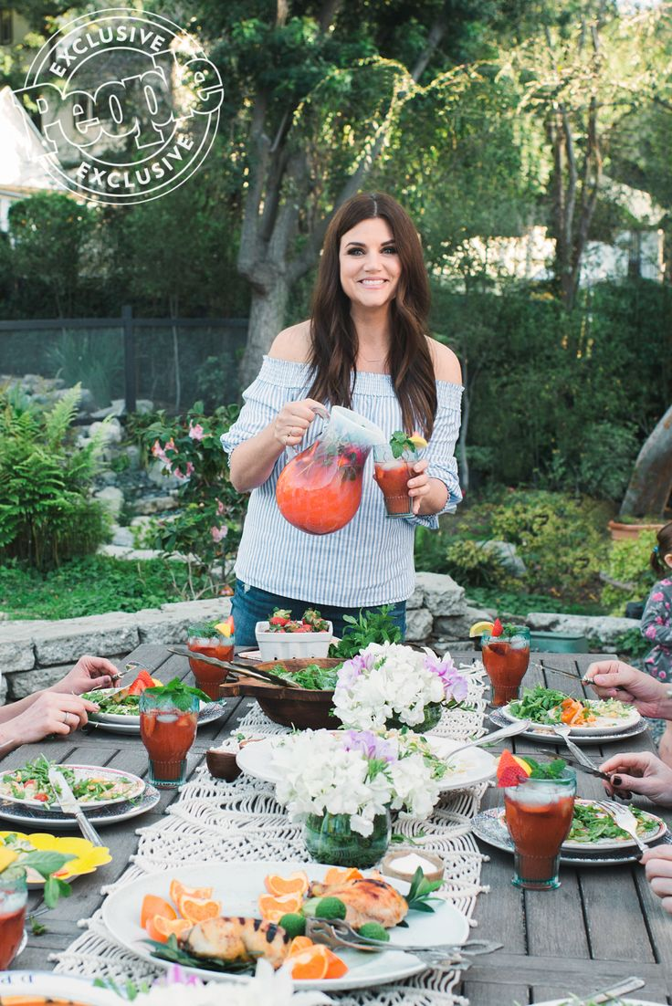 You'll Be Sipping Tiffani Thiessen's Spiked Strawberry Lemonade All Summer Long