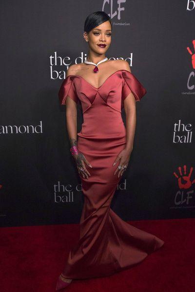 Rihanna en robe sirène Zac Posen à la première édition du gala de charité Diamond Ball, à Beverly Hills, le 11 décembre 2014.